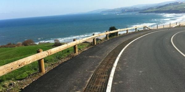 t18 log rail roadside crash barrier system