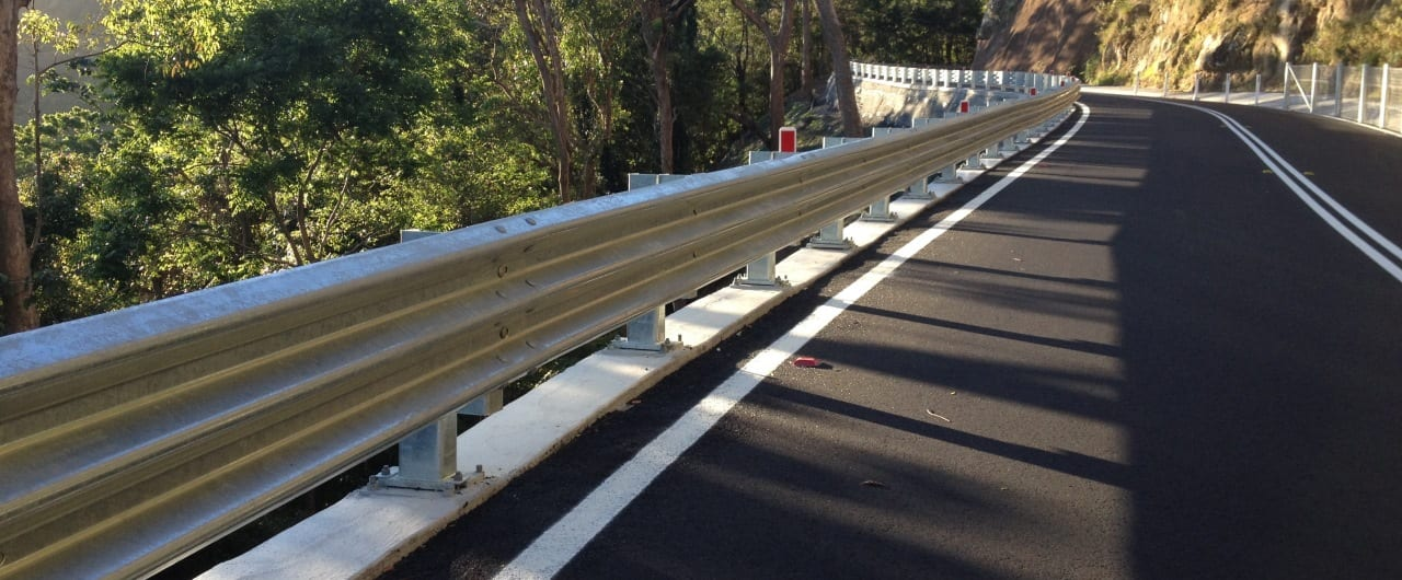 thrie beam guardrail crash barriers