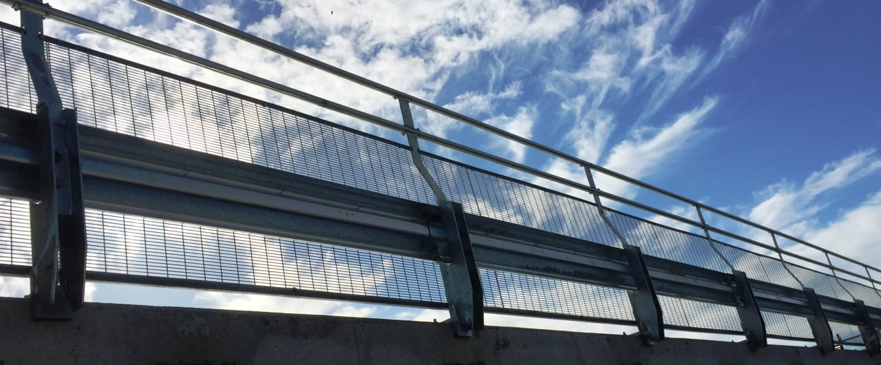 installation of rhino stop sky edge at the top of wollongong hospital car park