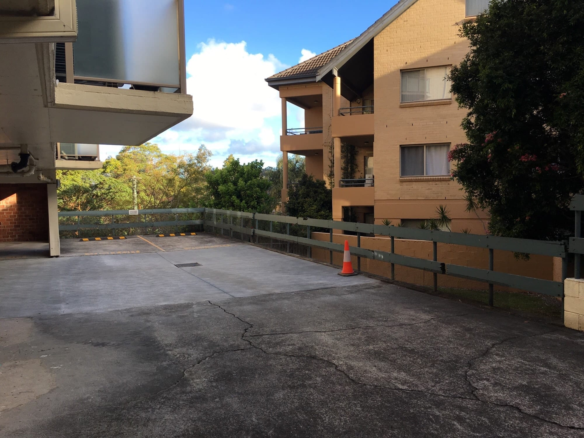 unsafe perimeter edge protection on an apartment complex