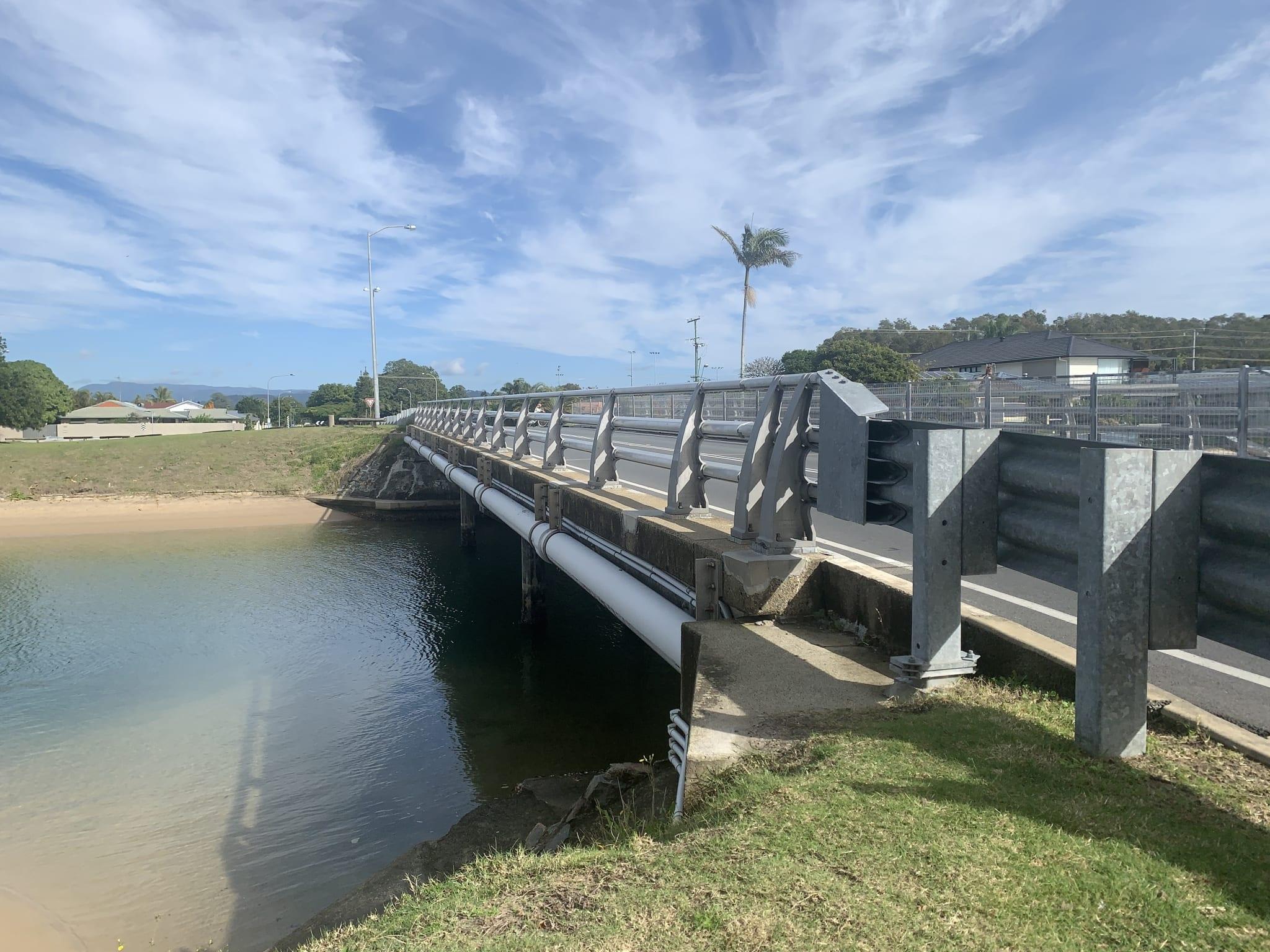 VGAN300 bridge safety barrier